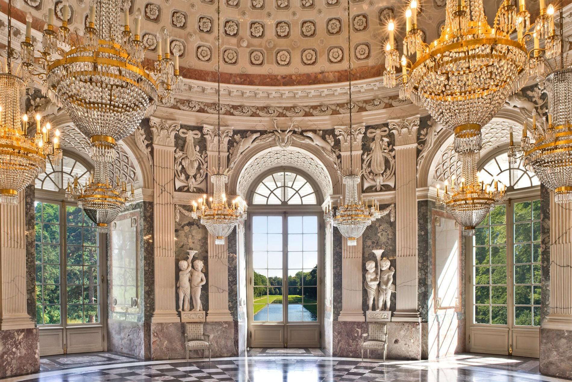 Schloss_Benrath_CorpsDeLogis_Kuppelsaal