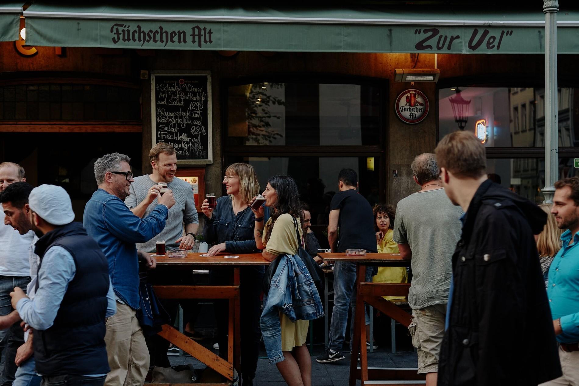 New_Altstadt_Ratinger_Bier_trinken