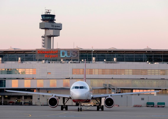 DUS_Airport_Flugzeug